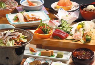 海鮮生魚片拼盤&八戶鄉土料理烤魷魚 專案